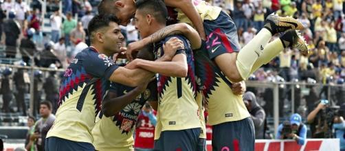 América disputando un partido de la Liga MX