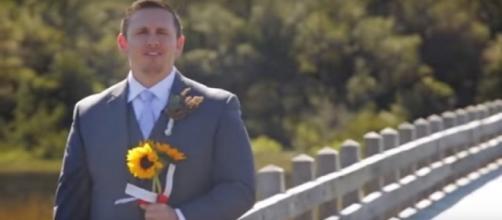 Noivo se surpreende quando noiva aparece