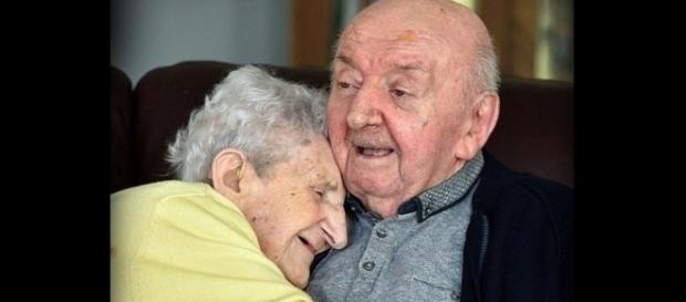 Ada se mudou para a casa de idosos com a intenção de cuidar de seu filho, Tom (Crédito: Twitter/Naty Cabarcos)