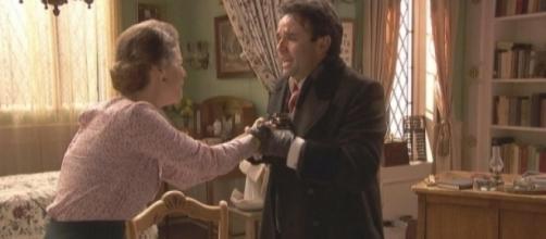 Adela uccide Carmelo , incendio alla scuola . Nicolas e Lucia