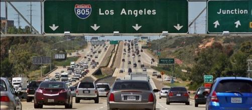Freeway Traffic at Interstate 805 (Image credit – Curimedia – Wikimedia Commons)