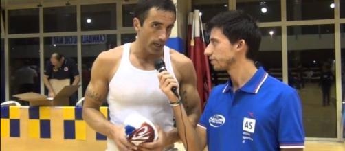 Hugo Sierra; su pasado como jugador de baloncesto en Italia