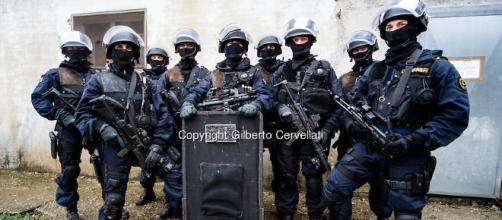 I Carabinieri del GIS - Images | GILBERTO CERVELLATI - photoshelter.com