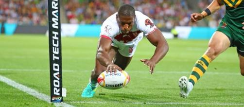 Jermaine McGillvary reaches out for England's only try in their 18-4 loss to Australia in their World Cup opener. Image Source: Daily Mirror