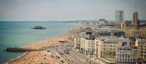 Lavoro per italiani nella zona di Brighton (Wikimedia Commons)