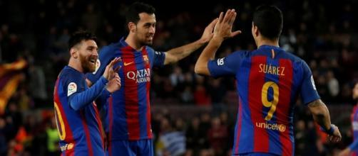 Leo Messi, Sergio Busquets y Luis Suárez durante un partido