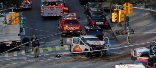 New York, furgone piomba su pista ciclabile e fa strage: il ... - repubblica.it