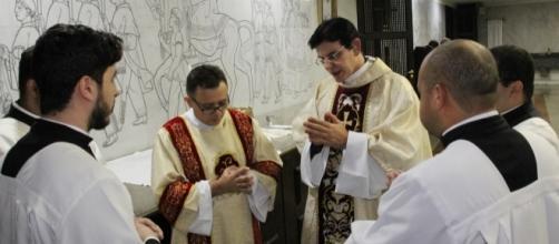 Padre Reginaldo Manzotti revela que já foi alvo de macumba