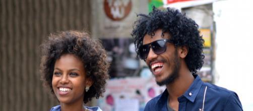 Cabelo black power: como lidar com comentários desnecessários