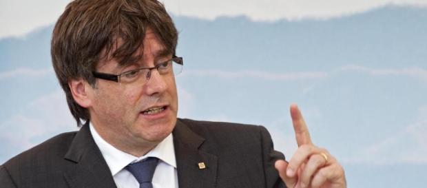 Carles Puigdemont dispuesto a un cara a cara con Mariano Rajoy en ... - lavanguardia.com