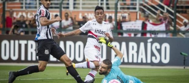 Cueva marcou o segundo gol na vitória contra o Santos
