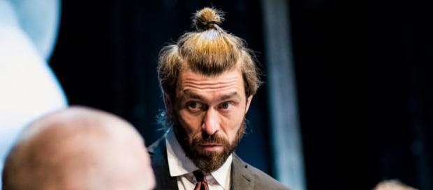 Marcin Czarnik jako 'K.' w poznańskim Teatrze Polskim (fot. Marek Zakrzewski)