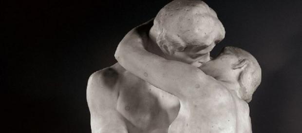 Particolare del 'Bacio' di Auguste Rodin - via Google Images
