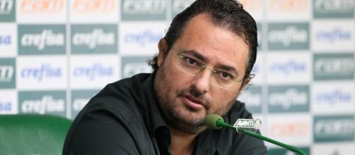 Alexandre Mattos concede coletiva no Palmeiras.