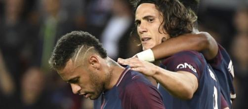 Edinson Cavani (ici aux côtés de Neymar) n'est pas certain d'être Parisien la saison prochaine (bfmtv.com).