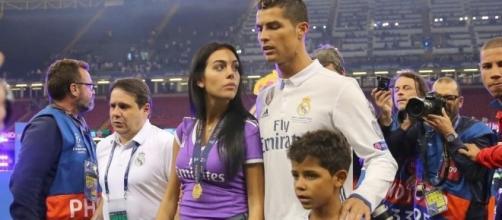 Georgina com Ronaldo e o filho do craque