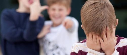 Il bullismo in classe e online: quando a far male sono i ragazzini