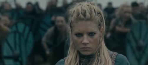 Vikings - Lagertha Attacks Kattegat [Season 4B Official Scene] (4x13) [HD] | Vikinger/YouTube Screenshot