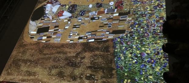 Immagine scattata dalla mostra digitale Klimt Experience alla Reggia di Caserta
