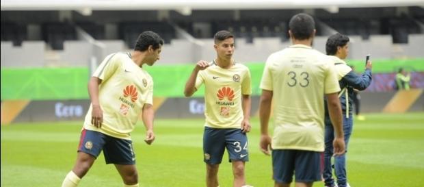 Los jugadores del Club América se preparan para un encuentro.