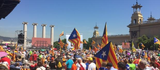 Protests on the streets for the Catalan referendum - photo via Amadalvarez / Wikimediaa