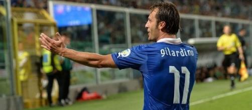 Alberto Gilardino esulta alla sua maniera dopo uno dei suoi diciannove gol in Nazionale