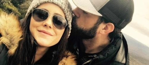 Jenelle Evans gets a kiss from husband David. [Photo via Instagram]
