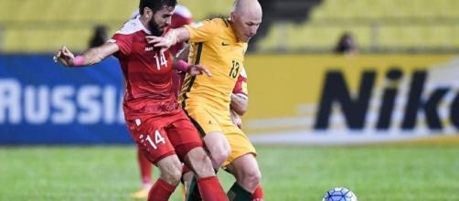 Malacca, Siria-Australia 1-1: duello a centrocampo tra il siriano Mohamad e l'australiano Mooy