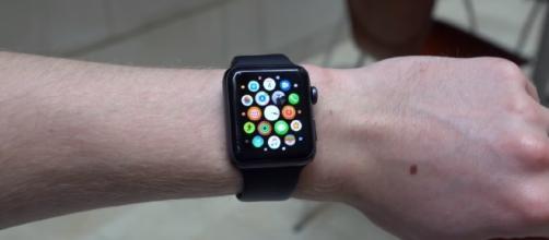watchOS 4.0.1 Update - YouTube/iupdateos Channel