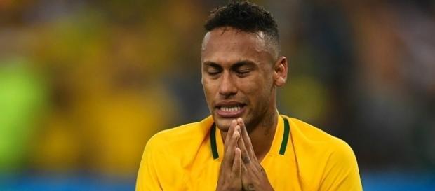 Neymar es lesionado por Paulinho en práctica de Brasil - Futbol Total - com.mx