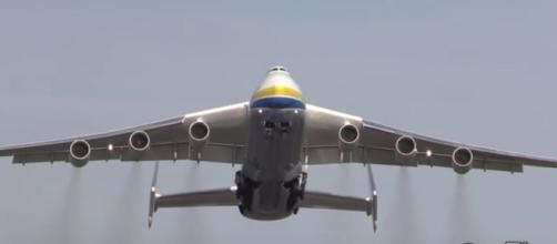 4 biggest aircrafts in the world. [Image Credit:Elwyn R/YouTube]