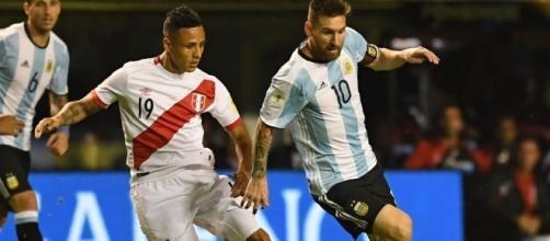 Argentina-Perù: contrasto tra Yotun e Messi