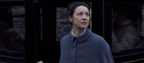 Claire goes back in time / [Photo via Outlander America/YouTube screencap]