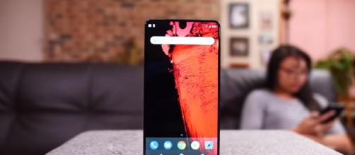 Essential Phone - YouTube/GizmoSlip Channel