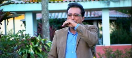 Geraldo Luís se emociona durante gravação em lixão