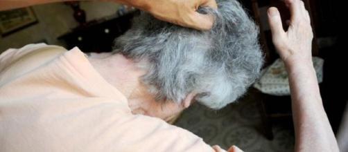 Nonna maltrattata dal nipote: chiedeva i soldi per la droga