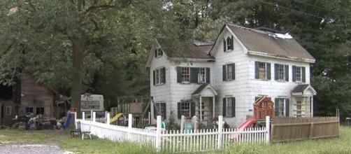 The Virginia home where 5 children were found living in filthy conditions with two toddlers caged. [Image: YouTube/WAVY TV 10]