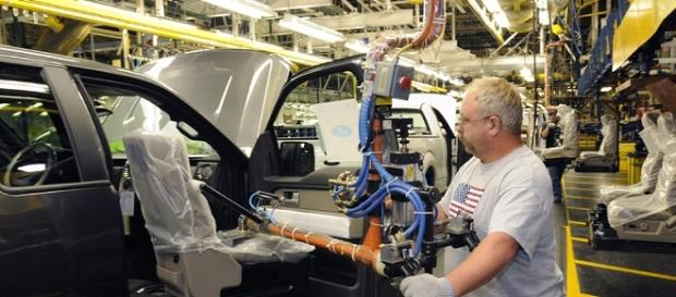 A factory worker at the Ford Kansas City Assembly Plant, Claycomo, Missouri, USA. [Image Credit: Ford Motor Co/Wikimedia]