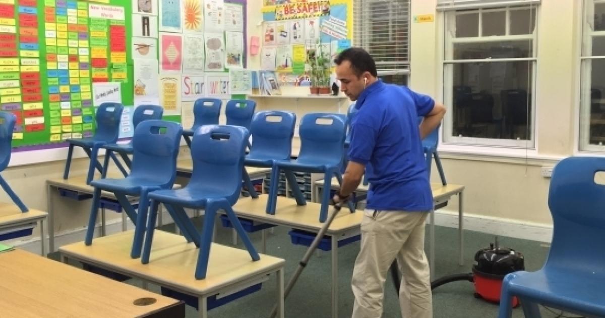 Rivoluzione nel campo della scuola: si assumeranno bidelli ...