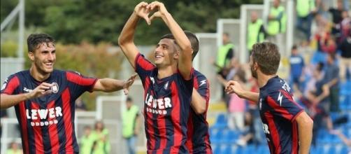 I calciatori del Crotone, squadra di Serie A.