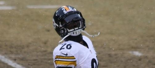 LeVeon needs to be a part of the offense. (Image via RoyalBroil/Wikimedia Commons)