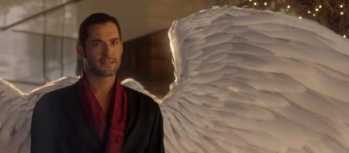"Lucifer tells Dr. Linda his wings are back in ""Lucifer"" Season 3 episode 1. (Photo:YouTube/Lucifer)"
