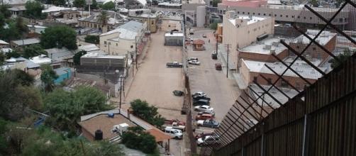 U.S.-Mexico border fence dividing Nogales (Image credit – Elnogalense – Wikimedia Commons)