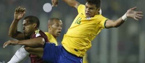 Brésil: Thiago Silva sort sur blessure - Football - Sports.fr - sports.fr