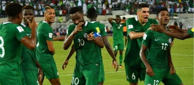 Les Super Eagles fêtent leur victoire contre la Zambie. Ils décrochent leur ticket pour le Mondial 2018 !
