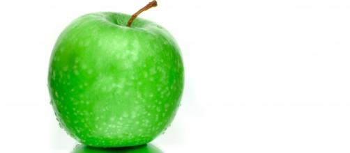 A beautiful apple. [Image Credit: Skitterphoto/Pexel]