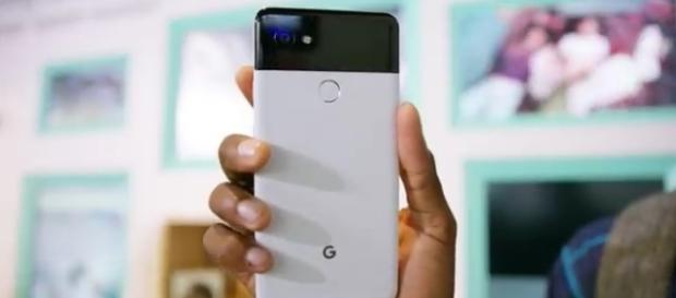 Google Pixel 2 and Pixel XL 2: Weighing the pros and cons. [Image via: Marques Brownlee/YouTube screenshot]