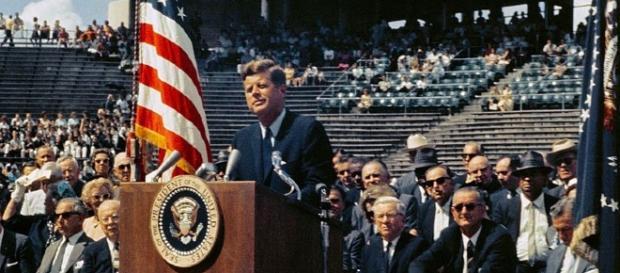 JFK makes the 'we choose to go to the moon speech [Image courtesy of NASA wikimedia commons]