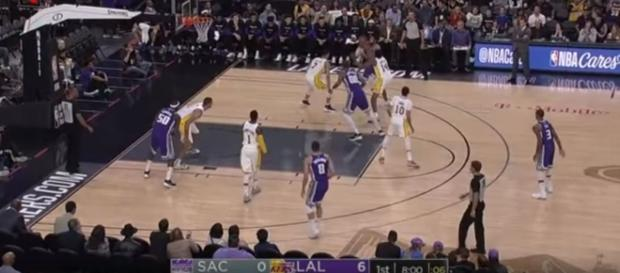 Sacramento Kings vs LA Lakers on October 8, 2017 NBA Preseason- Full Game Highlights [Image Credit: Ximo Pierto/Youtube]