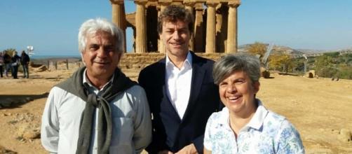alberto angela con il direttore dell'ente parco di agrigento e una archeologa (fonte agrigentonotizie.it)